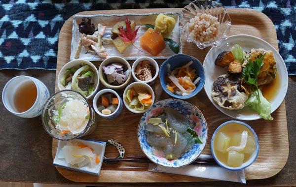 「ハナレ」で昼食